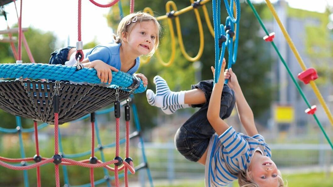Dosent Knut Løndal ved HiOA ønsker seg mer forskning på nye, oppbygde lekeplasser i barnehager.