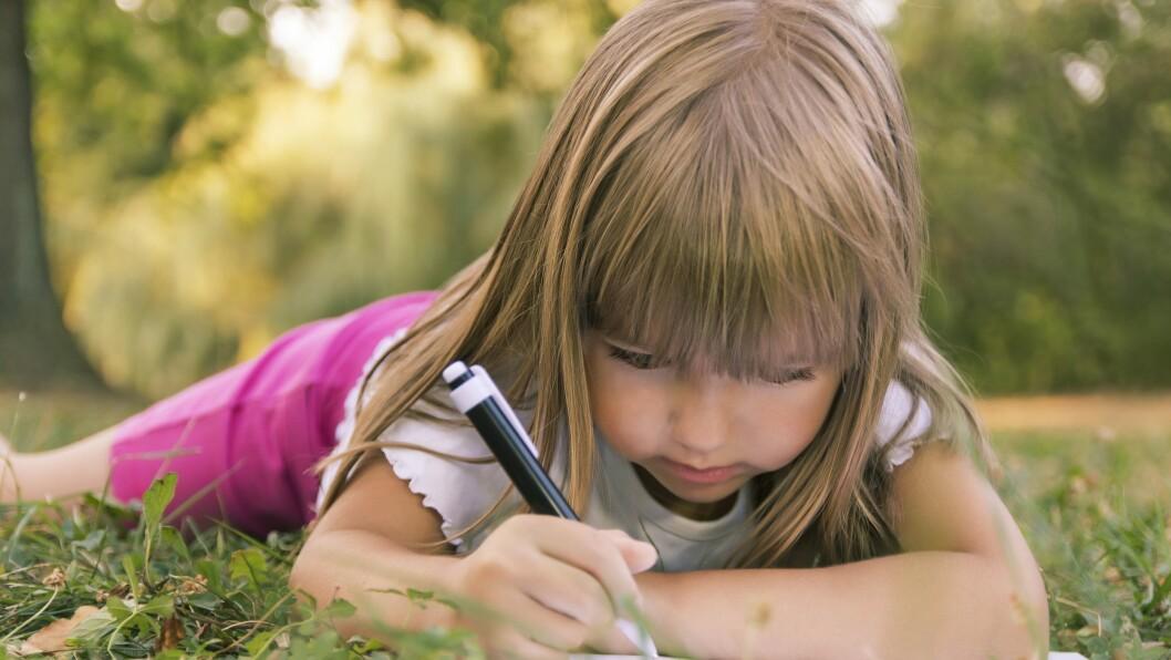 Femåringene som deltok i studien fikk drive med det som kalles «oppdagende skriving» i 20 minutter fire dager i uken, i ti uker.
