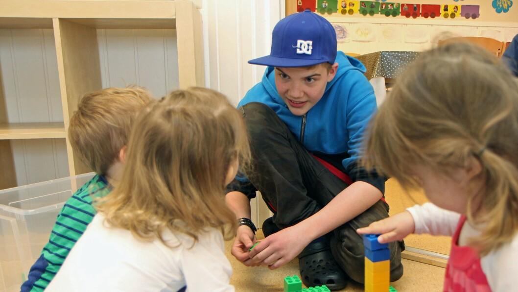 Prosjekt «Lekeressurs» ble satt i gang i Lillehammer i 2009, og har senere spredt seg til flere kommuner, deriblant Stavanger og Gauselbakken barnehage hvor ungdomsskoleelev Samuel Falkeid (avbildet) var lekeressurs i 2013.