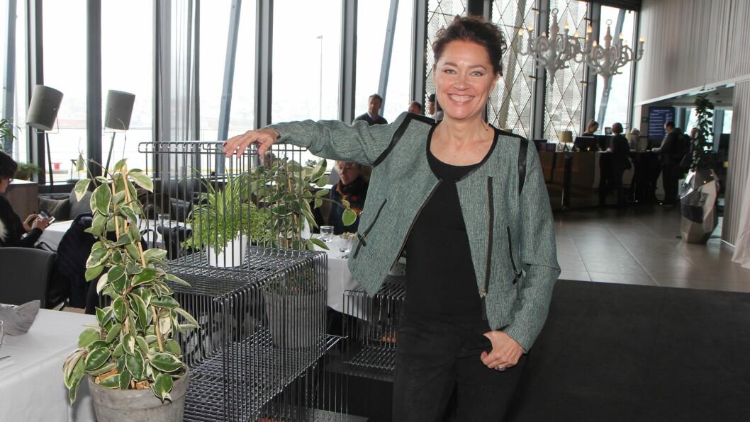 Ann-Elisabeth Knudsen er dansk forfatter, psykolog, hjerneforsker og en populær foredragsholder. Under konferansen «Livsmestring og helse i barnehagen» i regi av Utviklingsforum og Tromsø kommune, stilte hun det klassiske spørsmålet; født sånn eller blitt sånn?