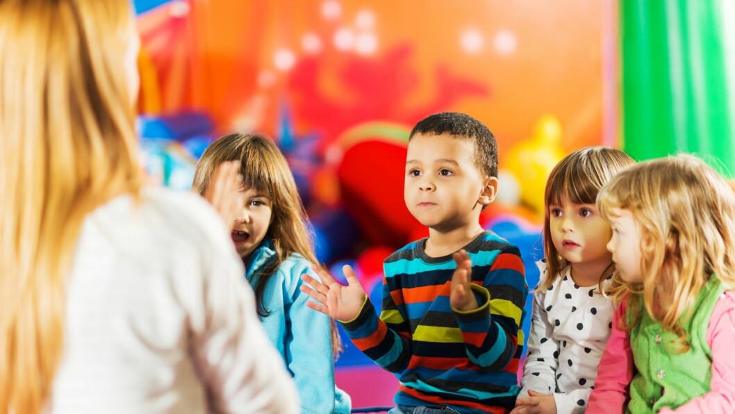 – I aktiviteter der de voksne bestemmer er det kjempemasse regler, særlig under måltidet og samlingsstunden, sier Lisbeth Ljosdal Skreland som har forsket på regler i barnehagen.