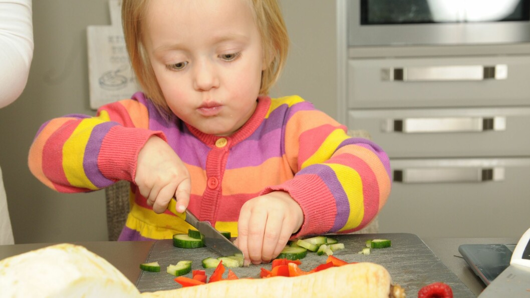 Iselin Bogstrand og Anette Djuvstad mener det er viktig å eksponere barn for grønnsaker og sunne alternativer tidlig.