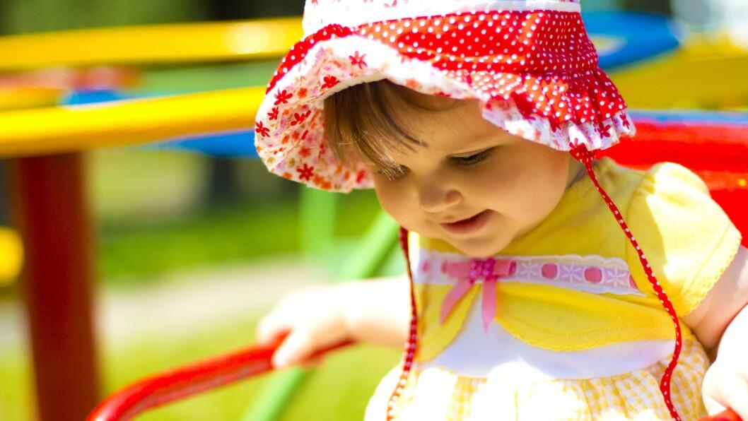 – Solbeskyttelse er viktig helt fra vi er barn og gjennom hele livet, sier Mona Stensrud i Kreftforeningen.
