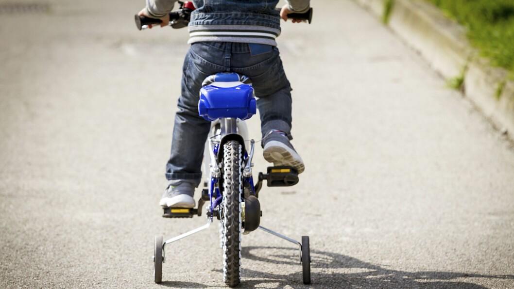 Trygg Trafikk oppfordrer foreldre til å begynne å sykle med barna så tidlig som mulig.