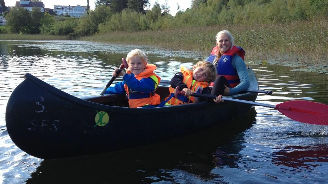 Kanoturer er alltid en suksess og ungene har etter hvert blitt dyktige båtfolk.