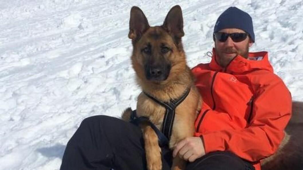 "Styrer i Læringsverkstedet Råholt barnehage, Eirik Hauge og hunden ""Alma"" begynte 29. juni på den 50 mil lange gåturen fra Oslo til Bergen, til inntekt som en sommercamp for fattige barn i Norge."