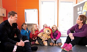 Bamse blir med barna hjem for å sjekke brannsikkerheten