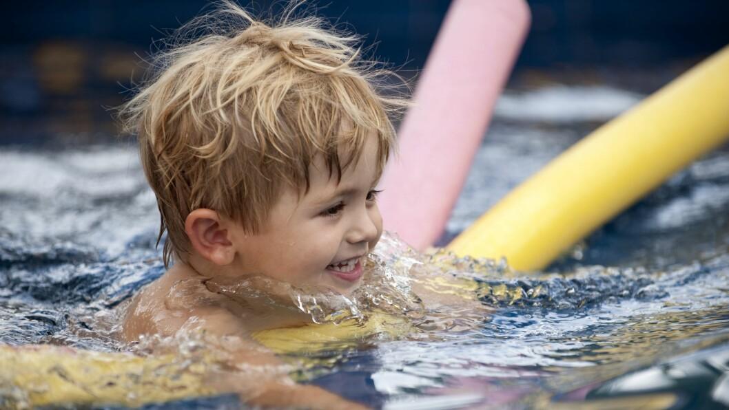 Barnehagebarn i alderen fire til seks år kan få gratis svømmeopplæring.