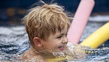 Kun barn i private barnehager fikk svømmeundervisning