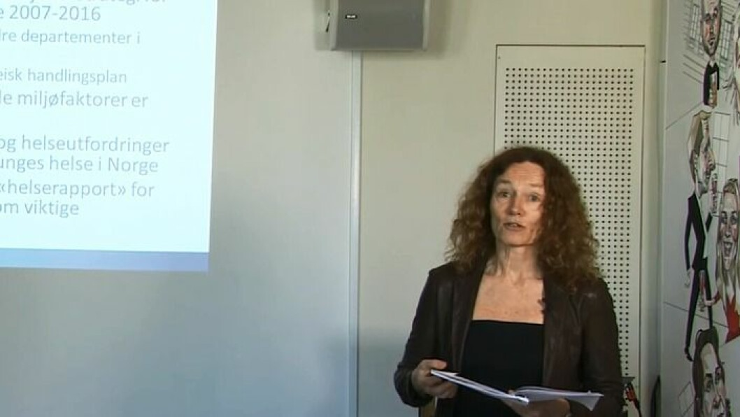 Camilla Stoltenberg er direktør i Folkehelseinstituttet. Her legger hun frem rapporten«Barn, miljø og helse: Risiko- og helsefremmende faktorer», på Litteraturhuset i Oslo.