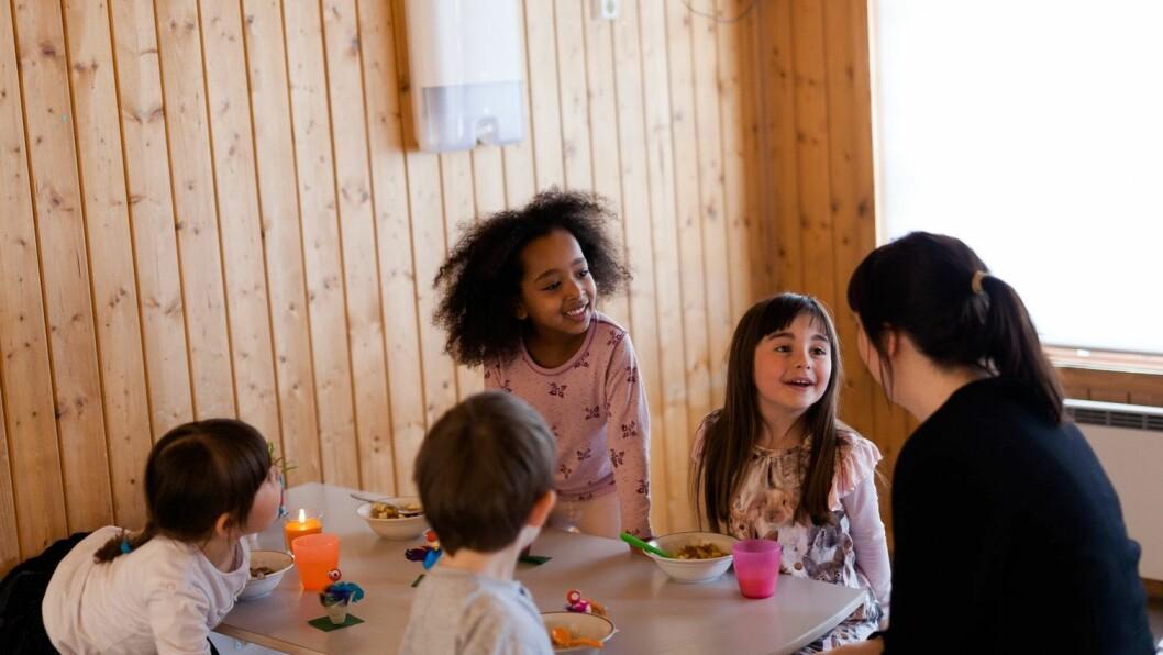 – Det er veldig hyggelig å samles rundt bordet, sier daglig leder i Norlandia Frydenlund barnehage, Gry Meiring.