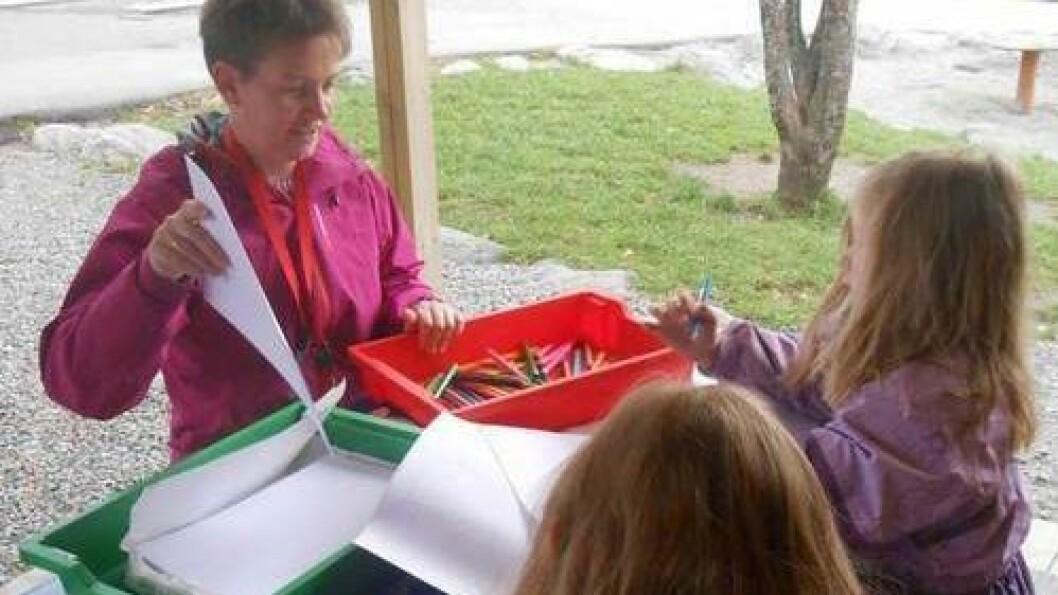 Hjelset barnehage i Molde lagde blant annet en «verktøykasse». Her finnes en kasse med bøker og en med tegnesaker.