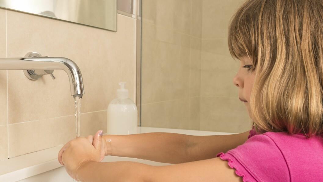 Det er viktig å være nøye med håndhygienen for å forebygge spredning av norovirus. FHI anbefaler å bruke rennende vann og såpe. (Illustrasjonsbilde)