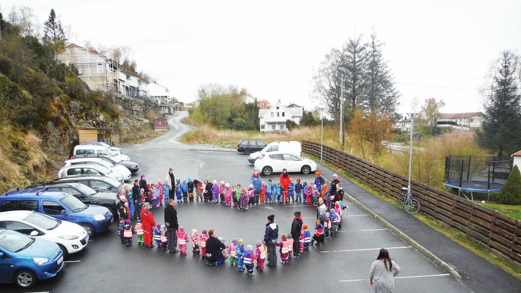 Bakarvågen FUS barnehage i Askøy markerte Vennskapsdagen 2015 med et kjempestort hjerte.