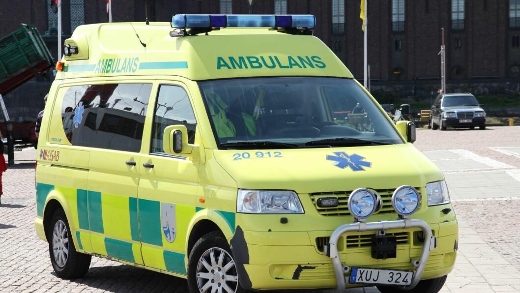 Torsdag i forrige uke ble den to år gamle gutten bragt til Astrid Lindgrens barnesykehus i Stockholm etter å ha satt en pølse i halsen. Han døde etter noen dager på sykehuset.