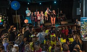 Kjente artister synger om barns rettigheter