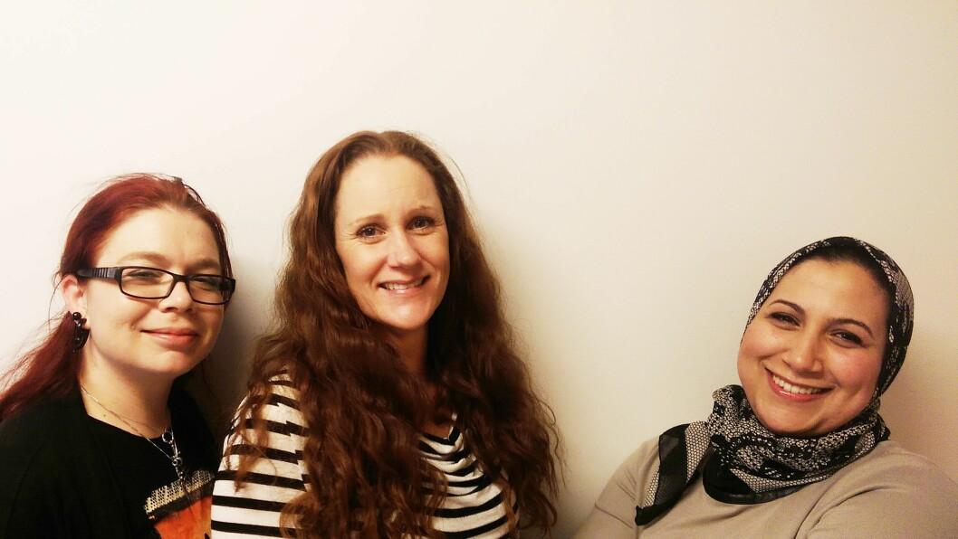 Styrer Ingvild A. Kaare (t.v) her sammen med ablu-studenter Karin Jonlund og Nadia O. Troky, som er ferdigstuderte barnehagelærere henholdsvis neste vår og førstkommende vår via ABLU.