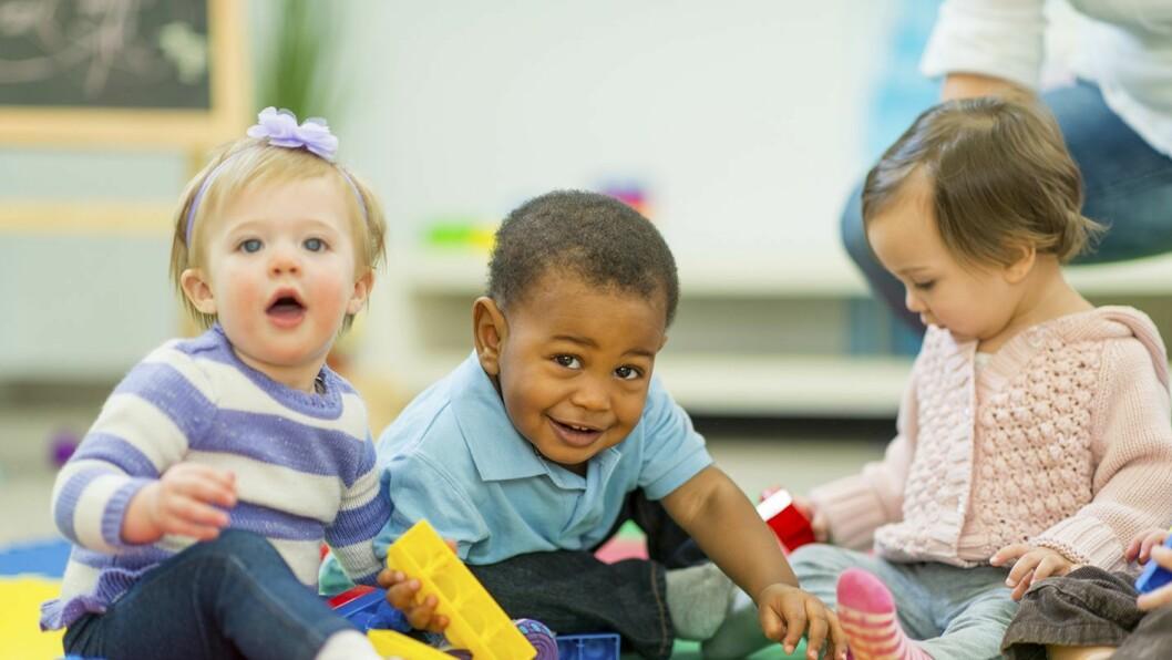 Det er viktig for alle barn å ha en venn, men for enkelte barn er det vanskelig å knytte vennskap. Da kan barnehagen være en god hjelper.