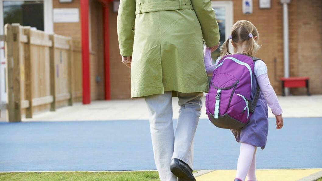 Trygg henting: En del foreldre oppgir at eldre søsken kan hente barnet i barnehagen. Det er opp til foreldrene å avgjøre hvem som skal hente, men barnehagen kan bli stilt til ansvar dersom de sender hjem med noen som opplagt er uansvarlige personer.