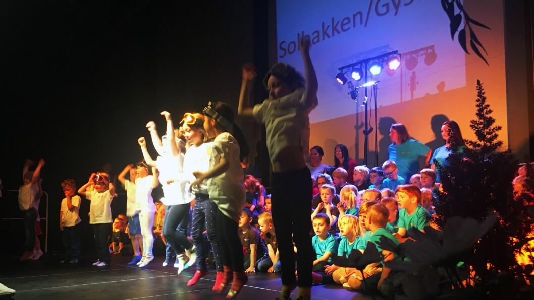 Nesten 1000 publikummere møtte opp på årets Barnemusikal i Hoppenspretthallen på Jessheim.