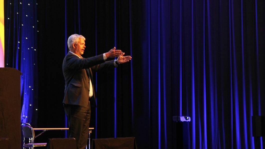 Erling Lien Barlindhaug, direktør for utdanning i KS, på scenen under Barnehage 2016.