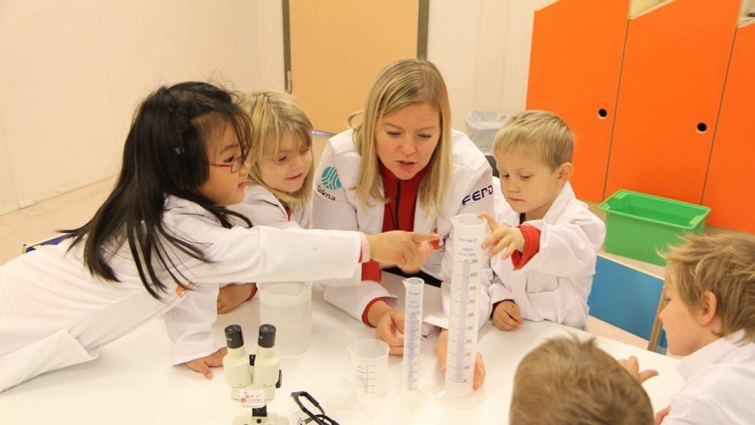 Lærerikt: Barna i Espira Spirea kunnskapsbarnehage lærer mye av å utforske og leke med realfagene. Kunnskapsminister Torbjørn Røe Isaksen vil at flere barn skal få gjøre som dem.