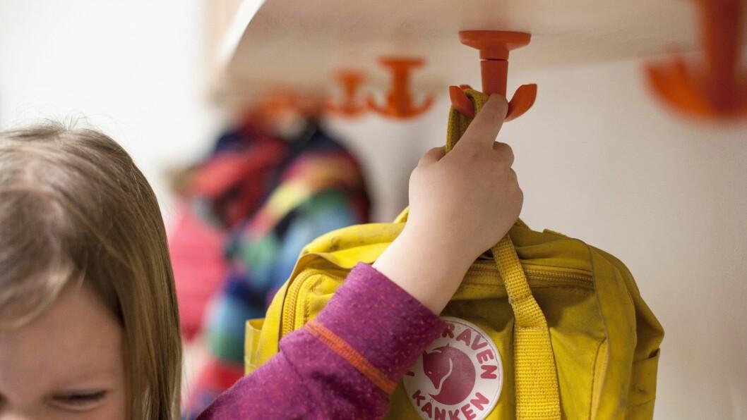 Kroken tåler vekten av klær, utstyr og mindre sekker, men løses ut og faller ned om belastningen overstiger vekten til en gjennomsnittlig ettåring. Dermed kan den forhindre alvorlige ulykker i barnehage og skole.