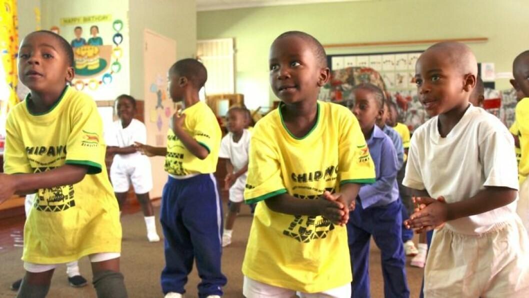 Glade, små afrikaspirer i Espira og SOS Barnebyers barnehage i Bindura, Zimbabwe.