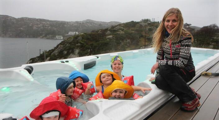 Herble barna overrasket med eget basseng