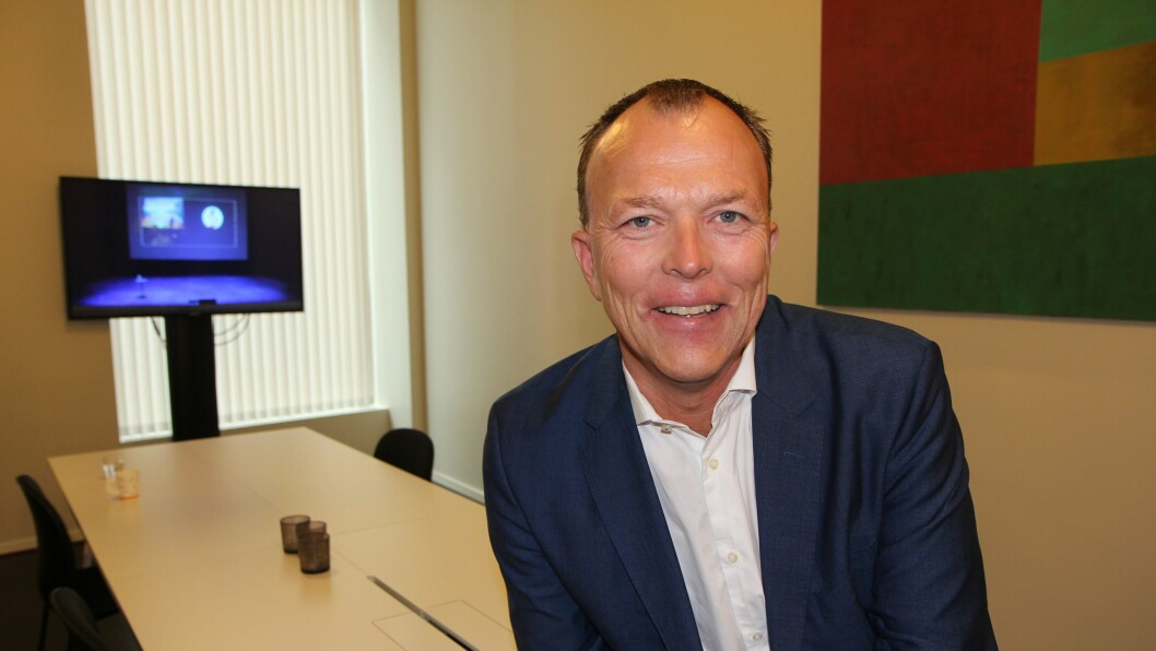 Nils Apeland er høyskolelærer i PR-fag ved Høyskolen Kristiania. Apeland skrev Norges første bok om omdømmebygging i 2007 og ble samme år tildelt Kommunikasjonsbransjens første hederspris.