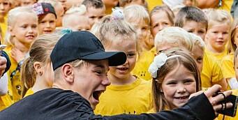 Barnehagekor varmet opp for heltene: – En magisk opplevelse!