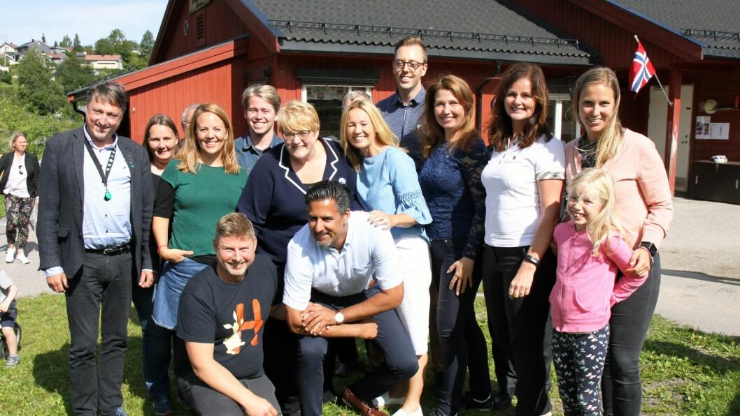 Politikere fra Høyre, Venstre, Arbeiderpartiet, Rødt, Sosialistisk Venstreparti, Kristelig Folkeparti, Fremskrittspartiet og Miljøpartiet De Grønne var torsdag på besøk i Hundremeterskogen barnehage i Nittedal.