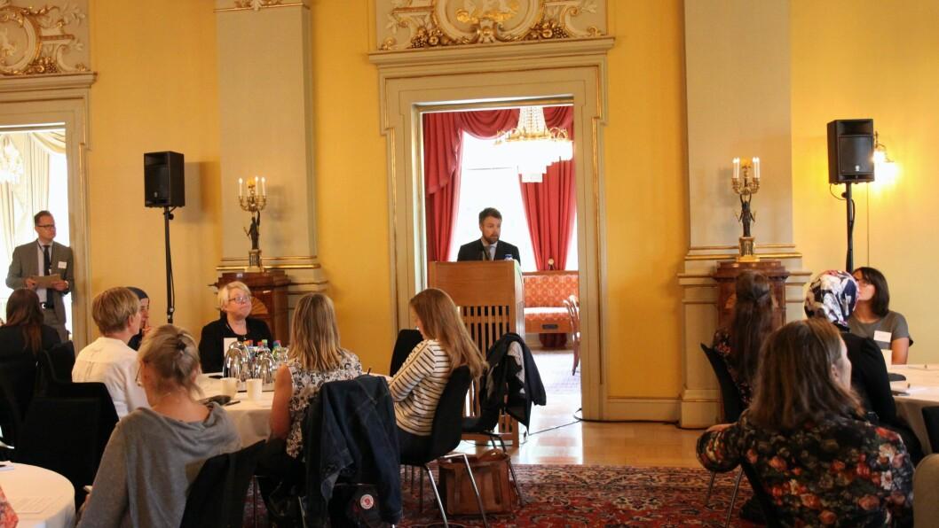 Kunnskapsminister Torbjørn Røe Isaksen (H) innleder møtet.