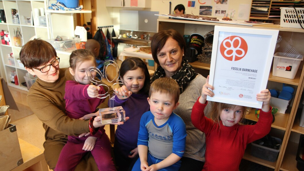 Fosslia barnehage i Stjørdal vant Den nasjonale barnehageprisen for kunst og kultur i 2015. F.v. Enhetsleder Listbeth Risvoll, Ida (5), Emilie (5), barne- og ungdomsarbeider Elvira Sisic, Ola (4) og Sara (5).