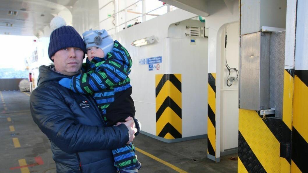 Evgeny Grigoriev og sønnen Edvard (2) slipper likevel å tilbringe svært mye tid på ferga.