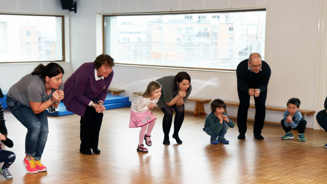 Barna fra basen Ild inviterte gjestene med på lek og moro i gymsalen. Både Oslo-ordfører Marianne Borgen, FUB-leder Marie Skinstad-Jansen og leder av Utdanningsforbundet, Steffen Handal, deltok gladelig i aktivitetene.