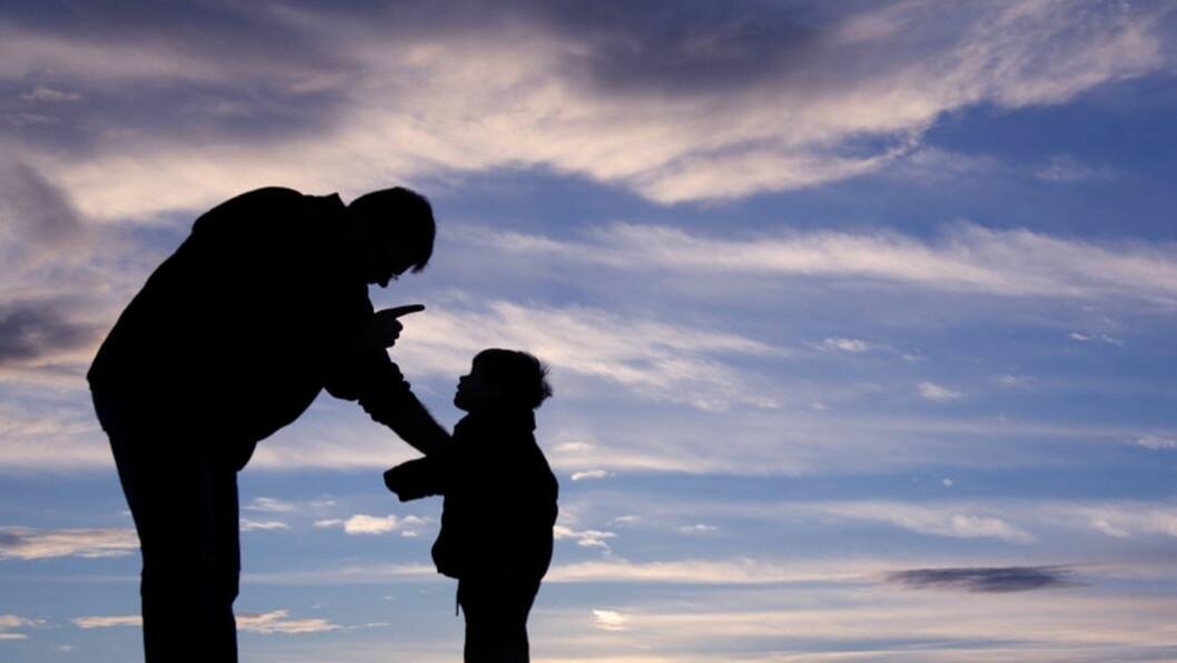 Kjeft, straff og belønning skaper bare avstand mellom den voksne og barnet, mener barnehagelærer og foredragsholder Knut Inge Knudsen. Han opplever en enorm kunnskapstørst fra både foreldre og barnehageansatte når det gjelder veiledning om oppdragelse.