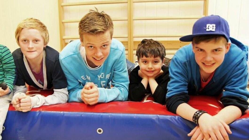 Sondre Rekdal Larsen, Ole-Christoffer Njerheim og Samuel Falkeid er lekeressurser i Gauselbakken barnehage.