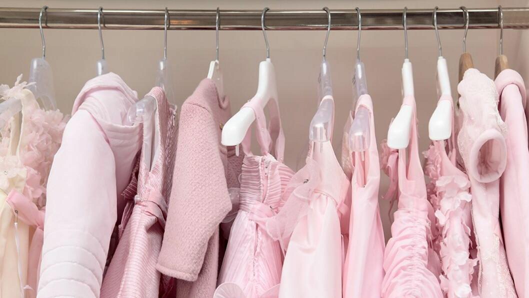 Rosa barnehager: Jentene favorittfarge er rosa og det vises godt i mange barnehager. Men det er ikke alltid at prinsesseklærne er like praktiske.