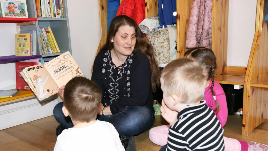 – Vi har noen barn som alltid har vært glade i bøker, men nå har vi flere som er veldig opptatt av å gå ut i biblioteket og finne en bok vi kan lese, forteller pedagogisk leder i Vikkilen Barnehage, Maren Bang Torgersen (bildet).