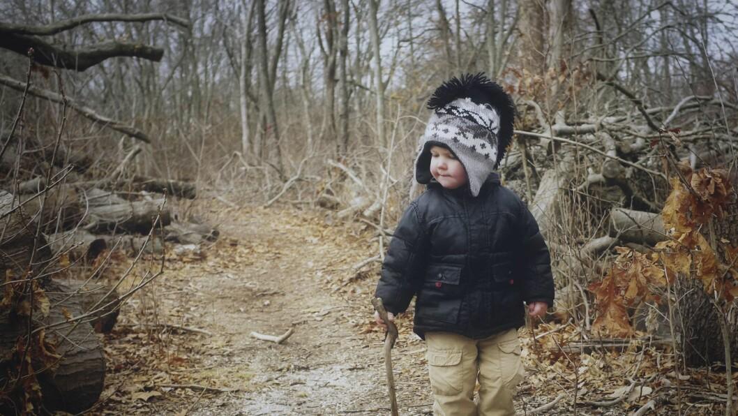 – Barna vil oppleve naturen, ikke traske igjennom den fortest mulig for og nå et mål. De vil høre den, smake på den, føle den, leke i den og se på den, skriver Eirik Wold Falla.