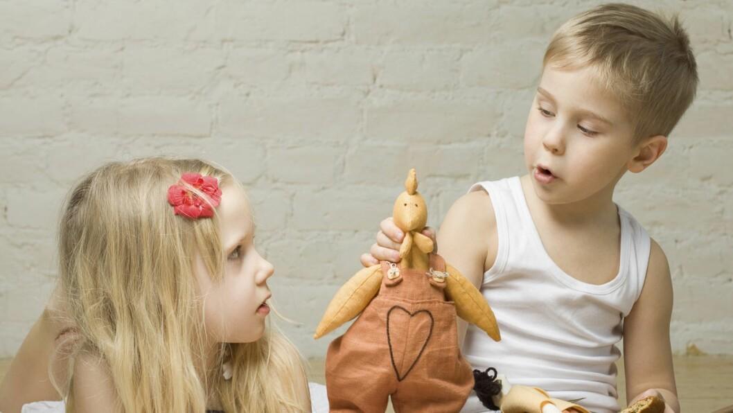 – Jeg som voksen vet at barn lærer «bare» ved å leke. De irettesetter hverandre og de regulerer egen atferd, sier utviklingssjef i Barnehagenett, Eva Heger.