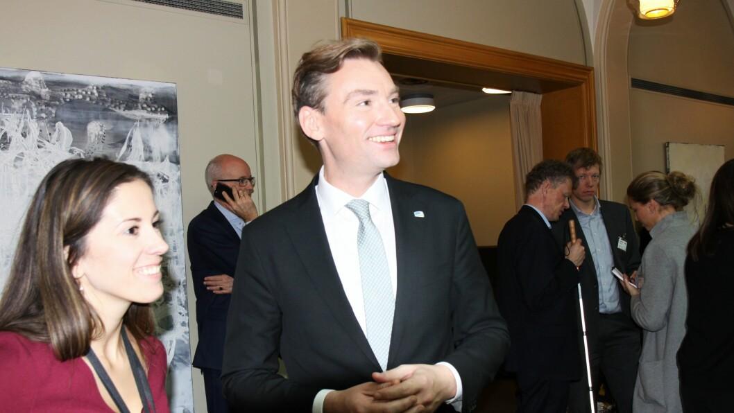Kunnskapsministervikar Henrik Asheim i Stortingets minglehall etter å ha presentert statsbudsjettet for 2018.