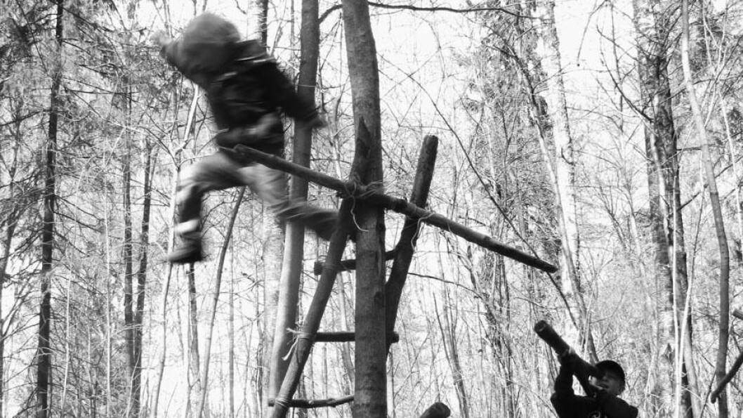 – Barn løper i kraft av sin frihet til å bevege seg. Voksne løper når de har hastverk eller skal trene. Hvem som bestemmer hvor og når det skal løpes, er det ingen tvil om, mener enhetsleder i Fossen barnehager i Sarpsborg, Anders Ek.
