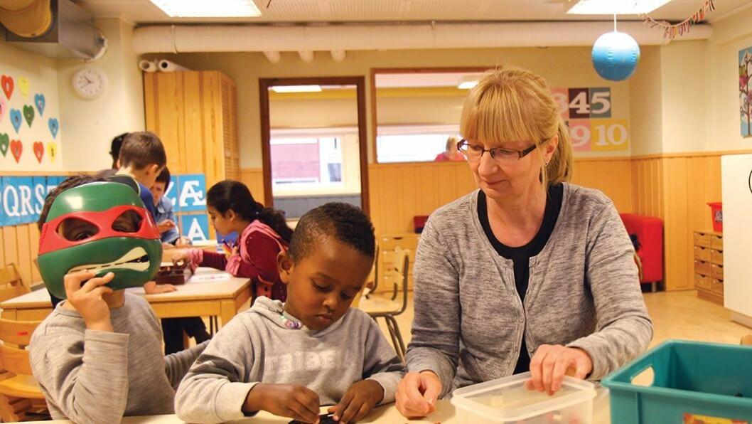 Nye tanker: Pedagogisk leder Anita Lindseth i Ospa barnehage har ikke merket noen stor forskjell etter at Norlandia overtok driften av den tidligere kommunale barnehagen. – Det er spennende med nye tanker, sier hun.