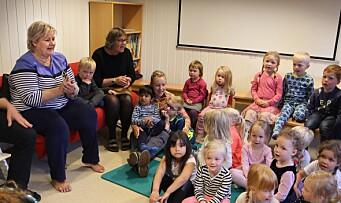 Erna på besøk i barnehage: Spekulativ debatt