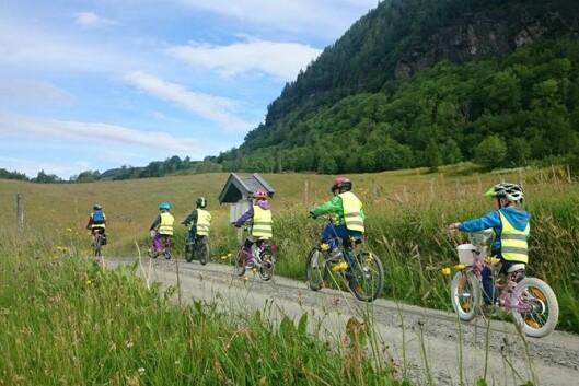 Barn fra Vethe gardsbarnehage skal bli kjent med gleden ved å være utendørs. Fra sommeren er det slutt. Foto: Privat