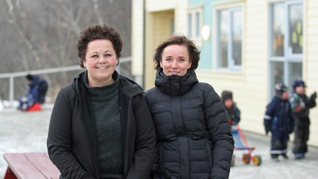 Daglig leder Lisbeth Aasgård og fagarbeider Elisabeth Nilsen i Læringsverkstedet Bodøsjøen barnehage bruker den nye rammeplanen enda mer flittig enn før.