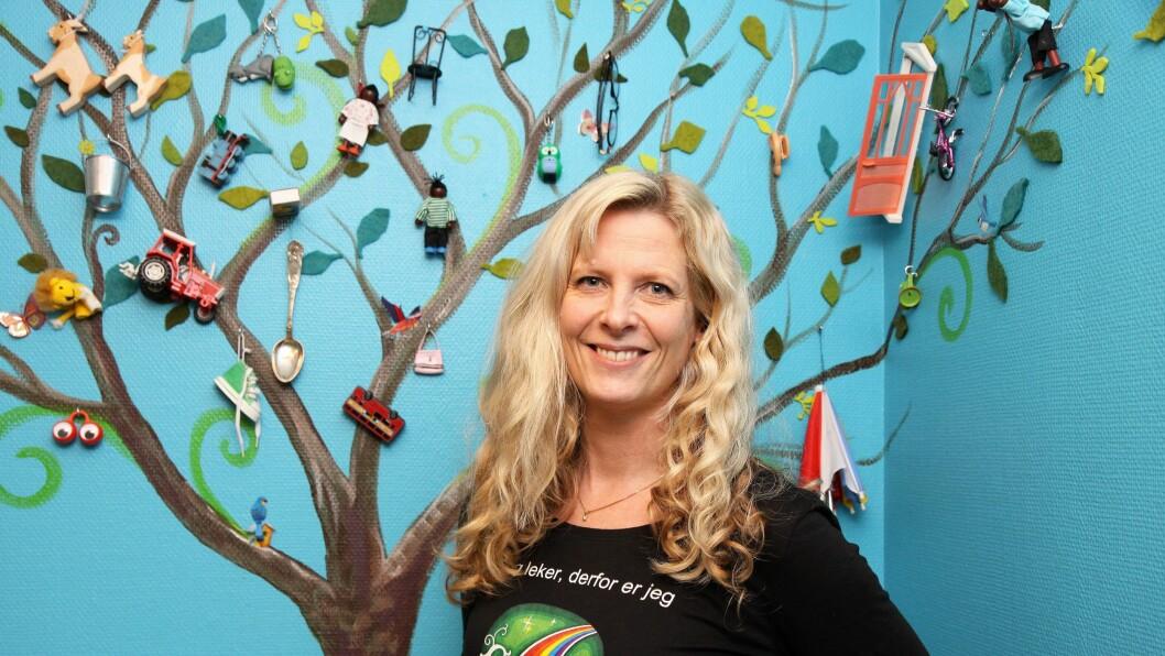 Trude Anette Brendeland kaller seg Fantasifantasten og er utdannet barnehagelærer med fordypning i barnekultur og kulturformidling. Hun har skrevet flere bøker og holder kurs og foredrag for barnehageansatte.