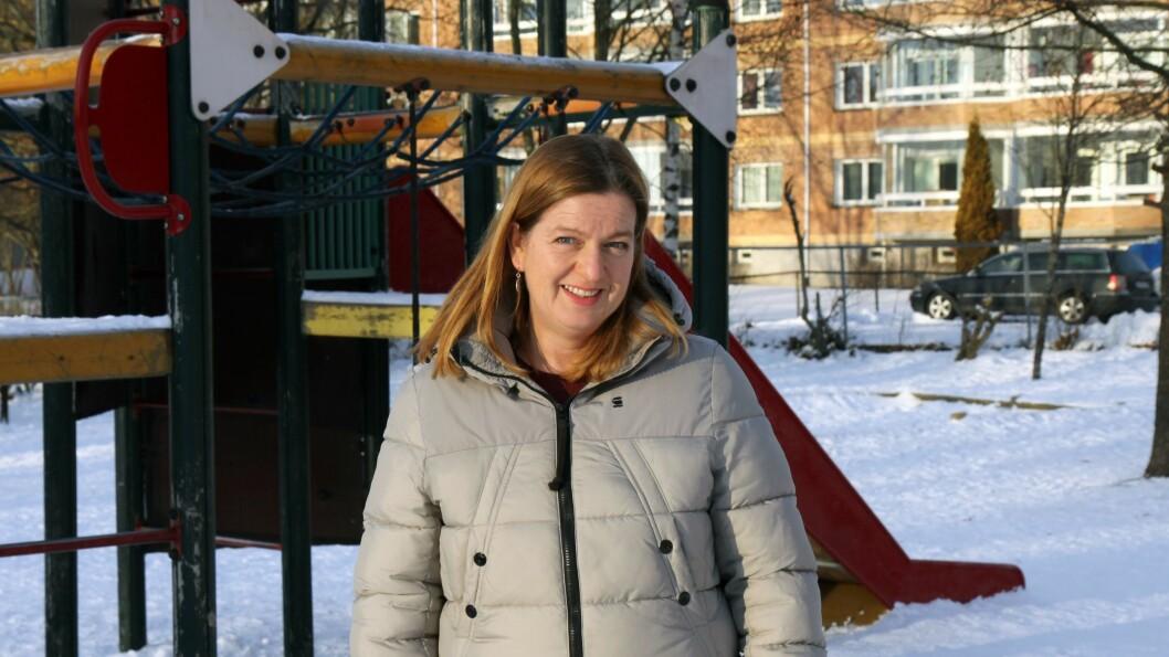 Else H. Devold er barnehagelærer og forfatter. Hun har mange års erfaring som styrer og pedagogisk leder i barnehage og har i de senere årene arbeidet med norsk, regne- og leseopplæring i skolen.